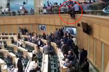 Ürdün'de mecliste intihar girişimi!