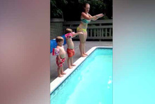 Ufaklığın havuza atlayışı sosyal medyayı salladı
