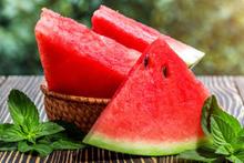 Yaz aylarının favori meyvesi karpuzun 6 önemli faydası!