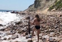 Cesur kız köpek balığını çıplak elleriyle kurtardı