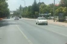 Trafikte geri geri giden otomobili görenler şaşkına döndü