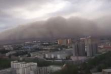 Korkunç görüntüler! Çin'de kum fırtınası şehri yuttu