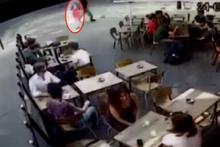 Paris'te tacizcisine tepki gösterdiği için tokat yiyen kadının videosu viral oldu