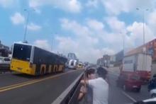 E-5 karayolunda kaza sonrası sopayla inen şoföre tatlı dil