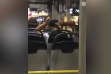 Bunu da gördük! Halk otobüsünde yaptığına bakın