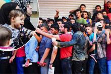 İzmir'de izdiham: Bebekler bile ezilme tehlikesi geçirdi!