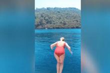 Selin Ciğerci'nin denize balıklama atlama videosu olay oldu!