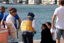 Denize düşen kadını balık tutanlar kurtardı