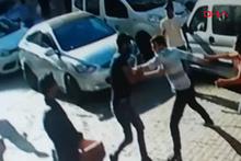 Pompalı tüfekli, bıçaklı yol verme kavgası kamerada