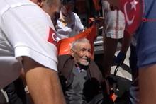 Yaşlı adam, dolandırıcılara karşı kendisini uyaran polislere inanmadı