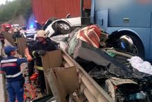Korkunç kazaya 12 araç karıştı: Ölü ve çok sayıda yaralı var!