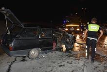 Kaza sonrası otomobili yanan sürücüler olay yerinden kaçtı!