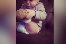 Minik elleriyle protezini böyle geçirdi