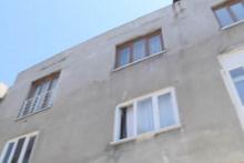 Bursa'da ilginç olay! Üçüncü kattan üstüne keçi düştü