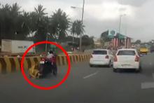 Kokunç kaza! Bebek motorun üstünde tek başına kaldı