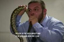Papazı vaaz esnasında yılan ısırdı! Sonrası olay
