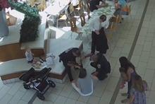 Soğukkanlı polis, bebeğin hayatını böyle kurtardı!