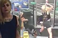 Cinnet geçiren bir kadın baltayla iki kişiyi yaraladı!