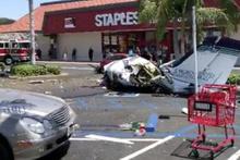 ABD'de otoparka uçak düştü: 5 ölü