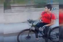 Bisikletlinin E-5 karayolundaki akılalmaz yolculuğu kamerada