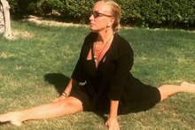 Saba Tümer yoga videosunu paylaştı