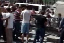 İstanbul'da linç girişimi! Çocuğunun kafasını demir bariyerlere vurdu