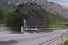 İsviçre'de oluşan çamur nehri yanardağ gibi patladı