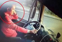 Direksiyon başında uyuyan sürücünün neden olduğu kaza anı kamerada