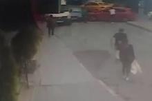 Direksiyon başında fenalaşan sürücünün kaza anı kamerada