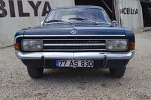 1971 model otomobiline gözü gibi bakıyor