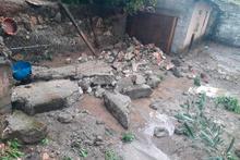 Bilecik'te sel suları bahçe duvarını yıktı