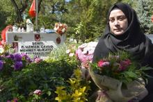 Şehit eşi isyan etti: Yüzlerine tükürmek için Hatay'a gittim