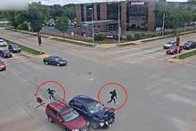 ABD'de tuhaf olay! Çaldıkları araçla kaza yapan 3 hırsız koşarak kaçtı