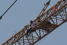 Taksim Meydanı'nda intihar girişimi!