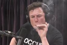 Elon Musk Youtube canlı yayınında marihuana (esrar) içti o görüntüler