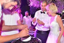 Düğünde şaşırtan detay! Pasta yerine midye dolma