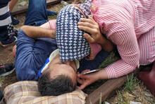 Kazada yaralanan eşini böyle teselli etti!
