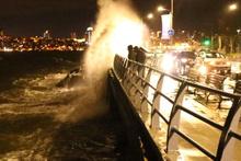 İstanbul'da şiddetli lodos! Bazı seferler iptal edildi