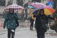 Bugün kar yağışı var asıl yarın bastıracak meteoroloji yeni uyarılar geçti