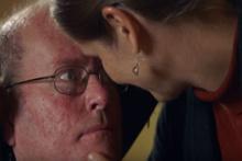 Karısı felçli kocasının gözlerine baktı 15 yıllık sessizlik bozuldu