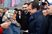 Ekrem İmamoğlu'na oy istediği kadından gülümseten cevap!
