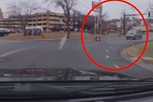 Trafikte şok eden görüntü!Çocuğu araçtan fırladı farkına bile varmadı