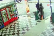 Sakarya'da korkunç kaza! Genç kız araçtan fırladı