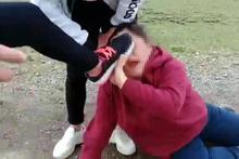 İki kızı dağa götürüp önce dövdüler sonra bir külot kalana kadar soyup...