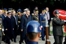 Anıtkabir törenlerine katılmayan parti lideri kimdi?