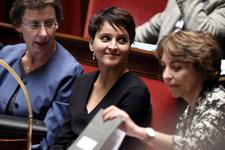 Bakanın meclisteki dantelli sütyeni olay oldu!