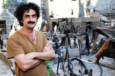 İranlı sanatçı heykellerine demirle can veriyor