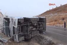 Eskişehir'de sporcuların minibüsü devrildi