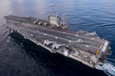 İran, ABD uçak gemisine füze fırlattı!