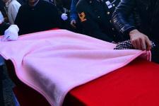 Şehit cenazesinde yürek burkan o an!